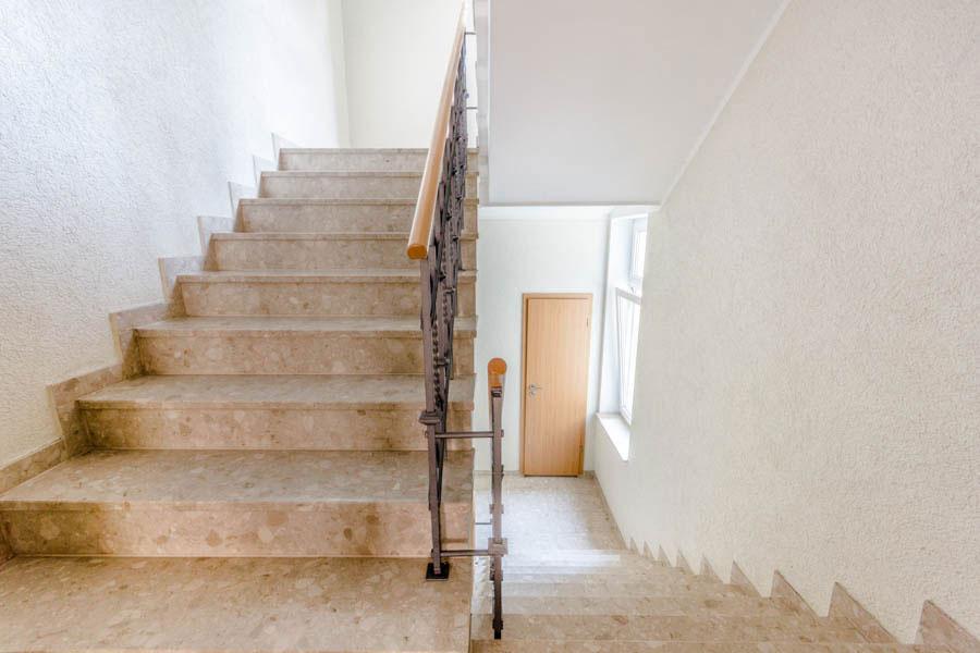 Treppenhaus_Hausverkauf_Immobilienfotografie